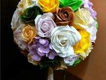 Buchet mireasa cu peste 55 trandafiri de sapun si hortensii
