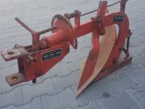 Plug tractoras articulat