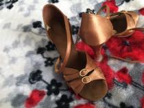 Pantofi latin pentru dans sportiv