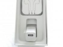 Cutie Iphone 8 Black sau Silver 256GB cu accesorii