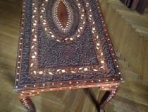 Masuta din lemn cu intarsii de fildes Piesa de colectie