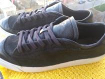 Adidasi piele Nike, marime 43 (27.5 cm) made in Indonesia.