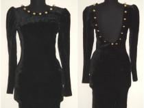 Rochie mulata, din catifea neagra, cu nasturi aurii