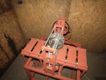 Masina de embosat lemn
