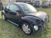 Dezmembrez Volkswagen New Beetle an 1998 motor 2000 benzina.