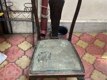 Scaun din lemn vechi