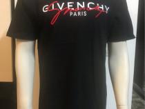 Tricou marca Givenchy cu eticheta
