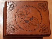 Caseta de bijuterii din lemn, pirogravata, vintage