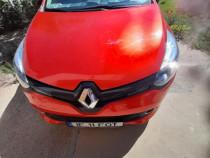 Autoturism Renault Clio rosu