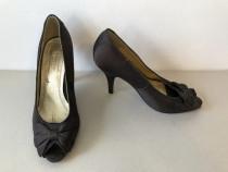 Pantofi deosebiti Valentino Conte, noi, din saten la exterio