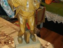 Statuetă lemn