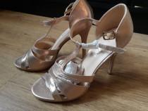 Sandale cu toc roz 37