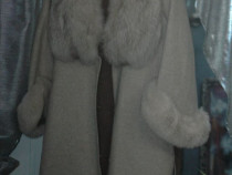 Palton dama culoare gri din lâna de alpaca cu guler din blan