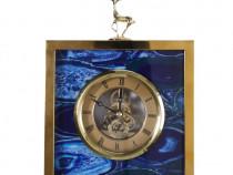 Ceas patrat cu fundal albastru