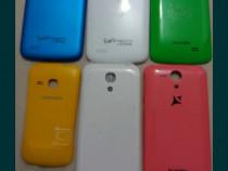 Capace telefoane diferite modele si diferite culori