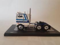 Macheta camion Peterbilt scara 1/43