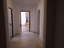 Apartament cu 3 camere decomandat inel 1