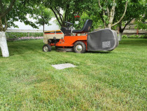 Tractor tuns gazonul