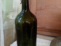 Sticlă veche de apă minerală