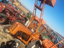 Tractor fiat 211 cu incarcator frontal