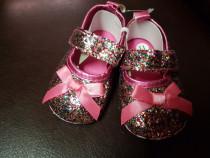 Pantofiori glitter roz pt 3-9 luni