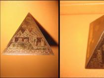 Piramida vintage Egipt alama gravata. Stare buna