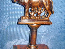 7370-Statuieta Lupoaica cu Pui-arama patina bronz.