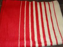 2 paturi rosii din lana 100%