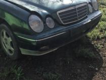 Dezmembrez Mercedes e class w210 2.2 cdi