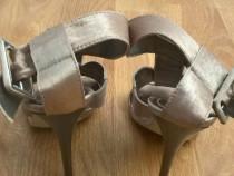 Sandale aurii si negre marca bata
