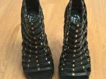 Sandale negre cu tinte aurii