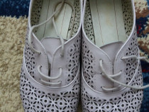 Pantofi bej din piele perforati