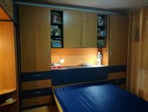 Mobila dormitor dulap+pat, stare perfecta, bej cu albastru
