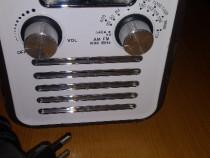 Radio portabil model retro