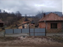 Casa + Gradina 700 Mp  In Coltesti