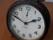 Ceas desteptator mecanic Junghans Hippo de masa vechi vintag