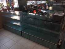 Rafturi si toneti pentru mobilat magazin