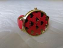Ceas de mană pentru femei cadran cu inimioare culoare roșie