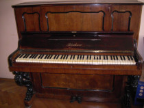 Pianina Bluthner, fabricata in 1876