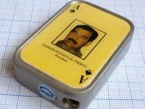 Bricheta de colectie cu Saddam Husayn, presedintele Irakului