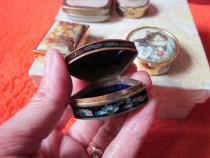Cadou inedit- vintage Pocket /Pill Box de colectie ,portelan