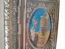 A413- Caseta mica carte Papa Benedict al 16 in oval bombat.