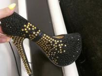 Pantofi cu strasuri aurii
