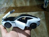 Macheta de colecție Jaguar alb