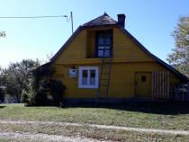 Casa este situată în satul Măgura