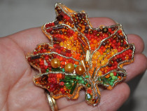 Brosa frunza de artar, brosa margele, brosa colorata
