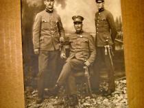 B172-I-Foto 3 ofiteri in uniforma cu sabii primul razboi.