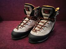 Bocanci de iarna (munte) - scarpa nr.45