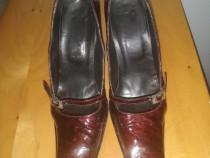 Pantofi din piele de strut