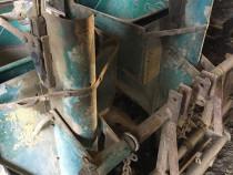 Masina de plantat cartofi marca Cramer.